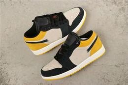 AmAzing plAstic online shopping - Newest OG Low bred Black Toe Mystic white Yellow Men Basketball Designer Shoes Amazing Fashion Women Sport Sneakers