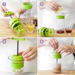Wholesale Salad Serving Cup bottle Multi-function manual screw Sauce Ketchup Jam Bowl Container Food Storage Kitchen Tool Stirring cup 300ml FFA3105