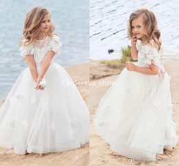 Lovely Ball Gowns Flower Girls Dresses For Beach Wedding Short Sleeves 3D Floral Appliques Lace First Holy Communion Dresses Pageant Gowns