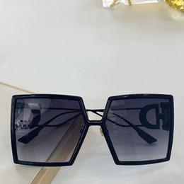 Venta al por mayor de 086 gafas de sol de diseño para el marco cuadrado grande Protección UV gafas especiales Mujeres de la vendimia de calidad superior libre viene con el paquete