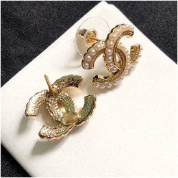 Venta al por mayor de Pendientes de perlas mujeres pendientes de oro compacto temperamento simple para las mujeres joyería de lujo de las mujeres con Sello con el rectángulo de envío