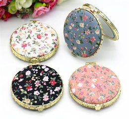 Hot Health Beauty Mini Makeup Compact Pocket Floral Mirror Portable Two-side Folding Make Up Mirror Women Vintage Cosmetic Mirrors from reading glasses powers suppliers