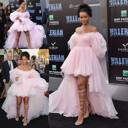 $enCountryForm.capitalKeyWord Australia - Rihanna Pink High Low Prom Celebrity Red Carpet Dresses with Puffy Sleeve 2020 Off Shoulder Fairy Tiered Skirt Evening Wear Dress