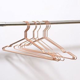 China Metal Hanger with Groove Suit Hangers Heavy Duty Strong Coats Hanger for Clothes Shirts suppliers