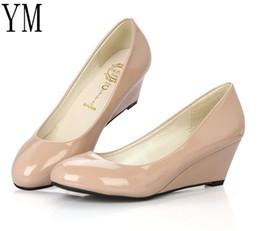 Venta al por mayor de 2019 Venta caliente del vestido 2018 Bombas de las mujeres Venta caliente Cuñas Zapatos de tacón de las mujeres del dedo del pie puntiagudo Tacones medios Vestido de trabajo bombas cómodos zapatos de las señoras 35-40