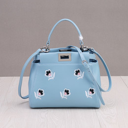 $enCountryForm.capitalKeyWord Australia - Luxurious2019 Messenger Bag Woman Packet Single Shoulder Mini- Flower Kitten Package Lock Catch Handbag
