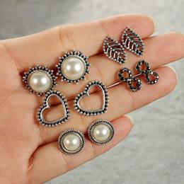 $enCountryForm.capitalKeyWord Australia - New Fashion 5 Paris Women Retro Leaf Heart Faux Pearl Ear Piercing Stud Earrings Set Jewelry New Fashion Heart Stud Earrings