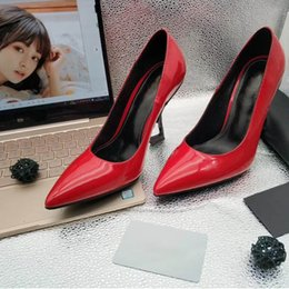 f9a3bf68 2019 Diseñador de moda de lujo zapatos para mujer zapatos de tacón alto  rojos inferiores 8 cm 10 cm 11 cm Nude negro rojo de cuero punta estrecha  bombas ...