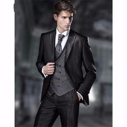 Custom Made Vintage Padrinos de boda Novios Esmoquin Shiny Black Men Trajes  de negocios de boda para hombre Ropa formal (chaqueta + pantalones +  chaleco) 810bbb26947