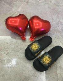 Vente en gros Hommes Sandales Designer Chaussures De Luxe Slide D'été Mode Large Plat Glissant Avec Épais concepteur Sandales Slipper Flip Flop taille 40-45