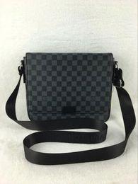 Man sMall business bag online shopping - 2018 New arrival Vintage Men Handbags Famous Fashion Brand Candy Shoulder Bags Ladies Totes Simple Trapeze Women Messenger Bag