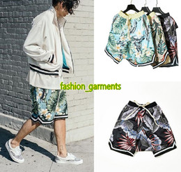 7ee84bb0cc2 Brand New Street FOG Sports Casual Shorts Printed Leaves Retro Summer Shorts  Fear Of God Justin Bieber Basketball Shorts