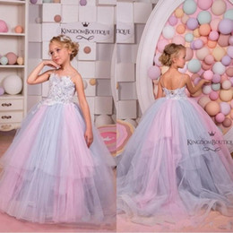 454a2ebe285cd 2019 Moderne Princesse Demi Manches V Retour Dentelle Cristal Fleur Robes  Bleu Custom Made Filles Enfants Robes De Fête Première Communion Robe BC1825