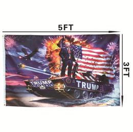 Hot 90 * 150 cm Donald John Trump bandiere Amercia Bandiere Poliestere Testa Gommino in metallo Personalità Decortive Trump Banner Bandiera H175 in Offerta