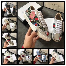 Canvas Shoe Painting Designs Australia - 2019 Best selling traditional brand luxury casual shoes, embroidered letters, cosmos, bees, wolf heads, mens shoes womens design shoes
