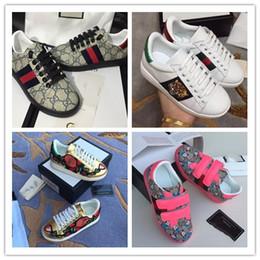 GG Niños zapatos casuales Abeja serpiente en forma de corazón Flor Niños Chicas Zapatos casuales Zapatillas de deporte de cuero genuino para niños Patrón de letras Zapatos para niños