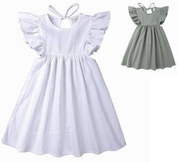 c8154e4a6742 Vestidos de verão do bebê menina 2019 vestidos de linho de algodão meninas  boutique clothing crianças voam luva backless dress fashion planície roupas  para ...