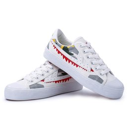 hand painted shoes canvas white UK - 2020 new fashion designer store authentic white shoes to help low casual shoes for men and women hand-painted graffiti shoes WXY