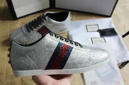 Опт Лучшее качество человек роскошный бренд дизайнер обуви блеск web sneaker с шпильками полоса с повседневная обувь туз для женщин серебряный размер 35-46