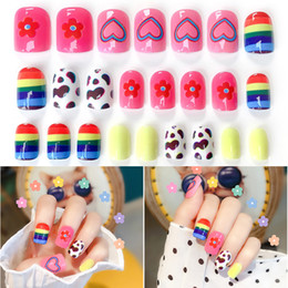 accessory tips Australia - 24pcs Fashion Cute Girls Acrylic Rainbow Flower Fake Nails Tips Flower Pattern Decorated for UV Gel Nail Art Accessories Kit