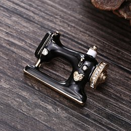 Sewing Plate NZ - Personality Sewing Machine Brooch European and American Popular Alloy Brooch Painting Oil High End Luxury Wholesale Pin