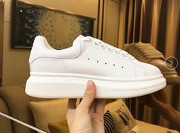 $enCountryForm.capitalKeyWord Australia - Comfort Pretty Party Wedding Sneakers Casual Leather Solid Colors Shoes Queen Designer Dress Sports Shoe Men Womens Sneakers
