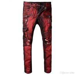 Pantalones vaqueros biker de bolsillo rojos para hombres de la motocicleta. Agujeros delgados desgarrados y desgastados. Pantalones vaqueros M3-872 en venta