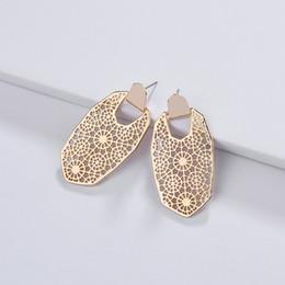 Großhandel Kendra Style Designer Hohle Blume Hexagon Rahmen Ohrringe für Frauen Modeschmuck Metall Aussage Überzug Ohrringe