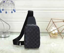 Manta preta de sacos de peito SLING BAG MENS saco flor curso bumbag bolsa de ombro bolsa de peito couro genuíno peito de corpo cruz em Promoção