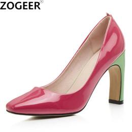 Venta al por mayor de Diseñador de Zapatos de Vestir Más el Tamaño 43 Nueva Primavera Dulce Mujeres Bombas Moda Tacón Alto Color de Caramelo Marca de Boda Mujer de Cuero Patentado