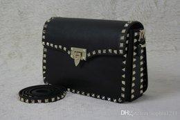 Ingrosso Borsa a tracolla della borsa della borsa delle donne del cuoio genuino all'ingrosso della fabbrica Ribattini dorati Sacchetti di giorno lunghi Colore nero