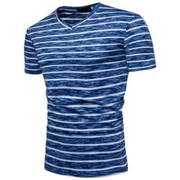 a3f8bf70aeddc6 Koreanische vintage mode kleidung online-Sommer 2019 T Shirt Männer  V-ausschnitt Streifen Print