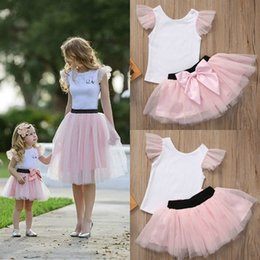 $enCountryForm.capitalKeyWord NZ - Family Matching Outfits Women Baby Girls Kids Skirt Sets Mother Daughter Sleeveless Top T-shirt Mini Tulle Tutu Skirt White Pink