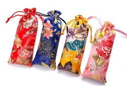$enCountryForm.capitalKeyWord Australia - Lengthen Flower Drawstring Pouch Brocade Bag Chinese Silk Fabric Gift Bag Pouches Wood Comb Jewelry Necklace Storage Bag 7x18cm SN3597