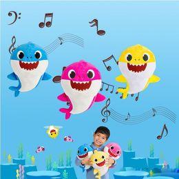 Venta al por mayor de 6 colores 30 cm bebé tiburón peluches abuelo abuela luz con dibujos animados de música relleno animal encantador suave muñecas música tiburón felpa animales