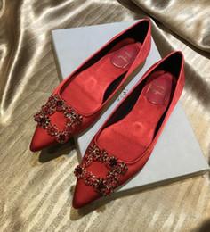 Venta al por mayor de 2019 envío libre Mujeres de la boda de moda negro azul Rhinestone satén de seda Poined Toes pisos zapatos de vestir zapatos de tacón plano zapatos holgazán bomba