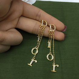 diseñador de las mujeres pendientes de lujo de la joyería del diseñador pendientes fijan la alta calidad y versátil temperamento pendiente accesorios de gran renombre 2020 en venta