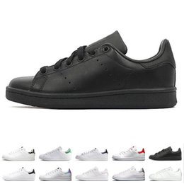 leather fashion football shoes 2019 - New designer smith men women casual shoes green black white blue red pink silver mens stan fashion leather shoe flats sn