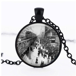 York Necklace Australia - New York 1920s Train Station Scene Pendant Necklace Retro Time Gemstone Necklace Fashion Men and Women Clothing Accessories