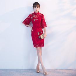2d15bc7b9 Vestido Tradicional Chinesa Qipao Vermelho Senhoras Vestidos de Noite Do  Vintage Cheongsam Mulheres Noiva Curto Rendas Cheongsam Plus Size Moderno  D19011601