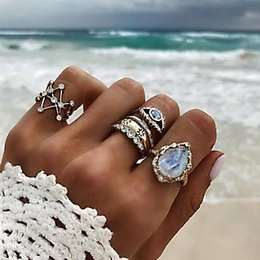 $enCountryForm.capitalKeyWord NZ - 4 Pcs set Women Bohemia Exaggerated Geometric Crystal Fatima Eye Gold Ring Set Beach Fashion Jewelry Accessories