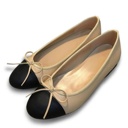 China New luxury women's flat low heel bow shallow mouth color round head comfortable casual shoes ladies High quality driving shoes cheap champagne pearls suppliers