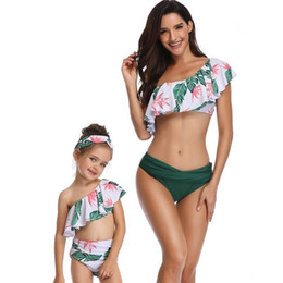 $enCountryForm.capitalKeyWord NZ - Mother and Daughter Single Shoulder Swimwear Family Matching Ruffles Swimsuit Girls Plaid Bikini Kid Baby Women Bathing Suit