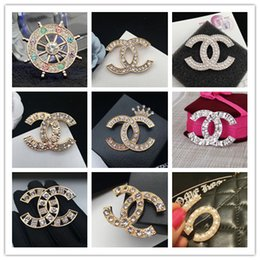 $enCountryForm.capitalKeyWord Australia - New Fashion Women Luxury Design Brooches Pins Gold Plated Letter Pins Brooch Suit Dress Pins for Men Women for Party Wedding
