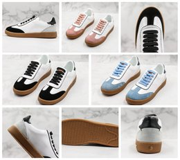 $enCountryForm.capitalKeyWord Australia - Best Selling Ladies Men's Embroidered White Shoes Quality Leather Other Clothes Wild Casual Shoes Cheap Men's And Women's Sports Shoes 35-44