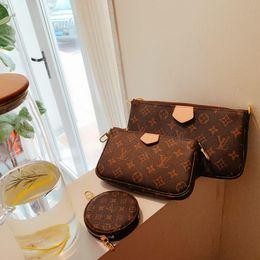 Cross body sChool bags leather online shopping - 2019 DISTRICT PM High quality new Brand Classic designer fashion Men messenger cross body bag school bookbag shoulder fenash6