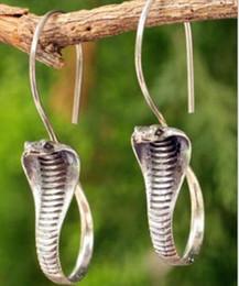 Venta al por mayor de Pendientes para mujer Pendientes con forma de serpiente y plata tailandesa de plata antigua / serpiente dorada