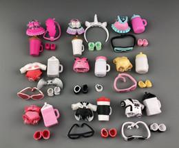 Free Ship 1 Set LOL Doll Ropa Gafas Botella Zapatos Accesorios Accesorios Lol En venta Original LOL Dolls Collection