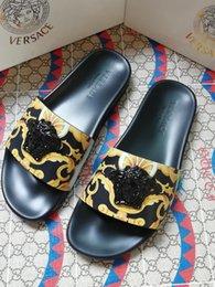 2019 дизайнерские сандалии женские мужские сандалии дизайнерские горки Марка полосатые сандалии Причинно летние huaraches тапочки шлепанцы тапочки 35-45 на Распродаже