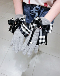 Wholesale Winter Plaid Gloves Grid Pattern Touch Screen Mittens British Bowknot Finger Gloves Outdoor Thickened Cashmere Glove GGA2636